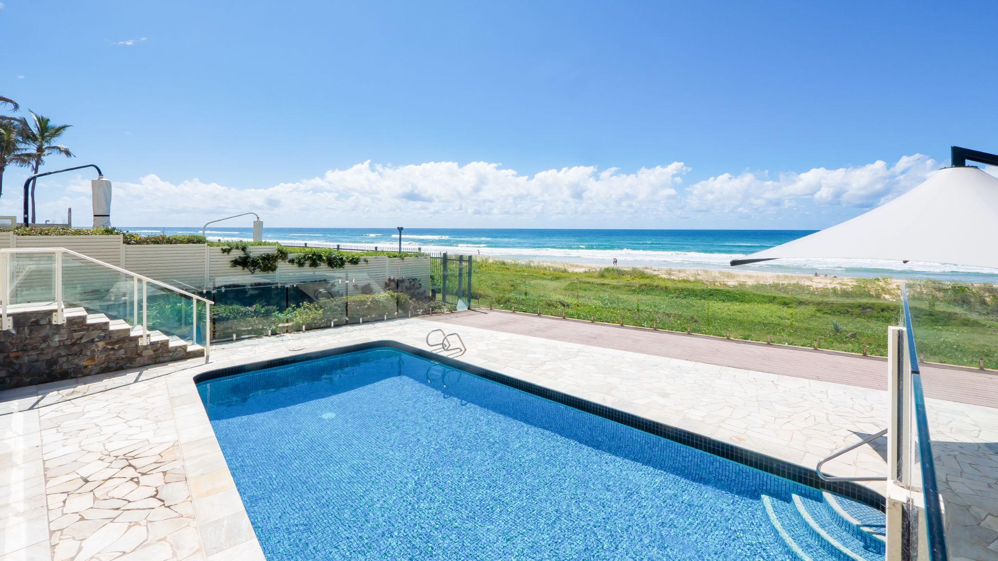 Viscount on the Beach outdoor swimming pool