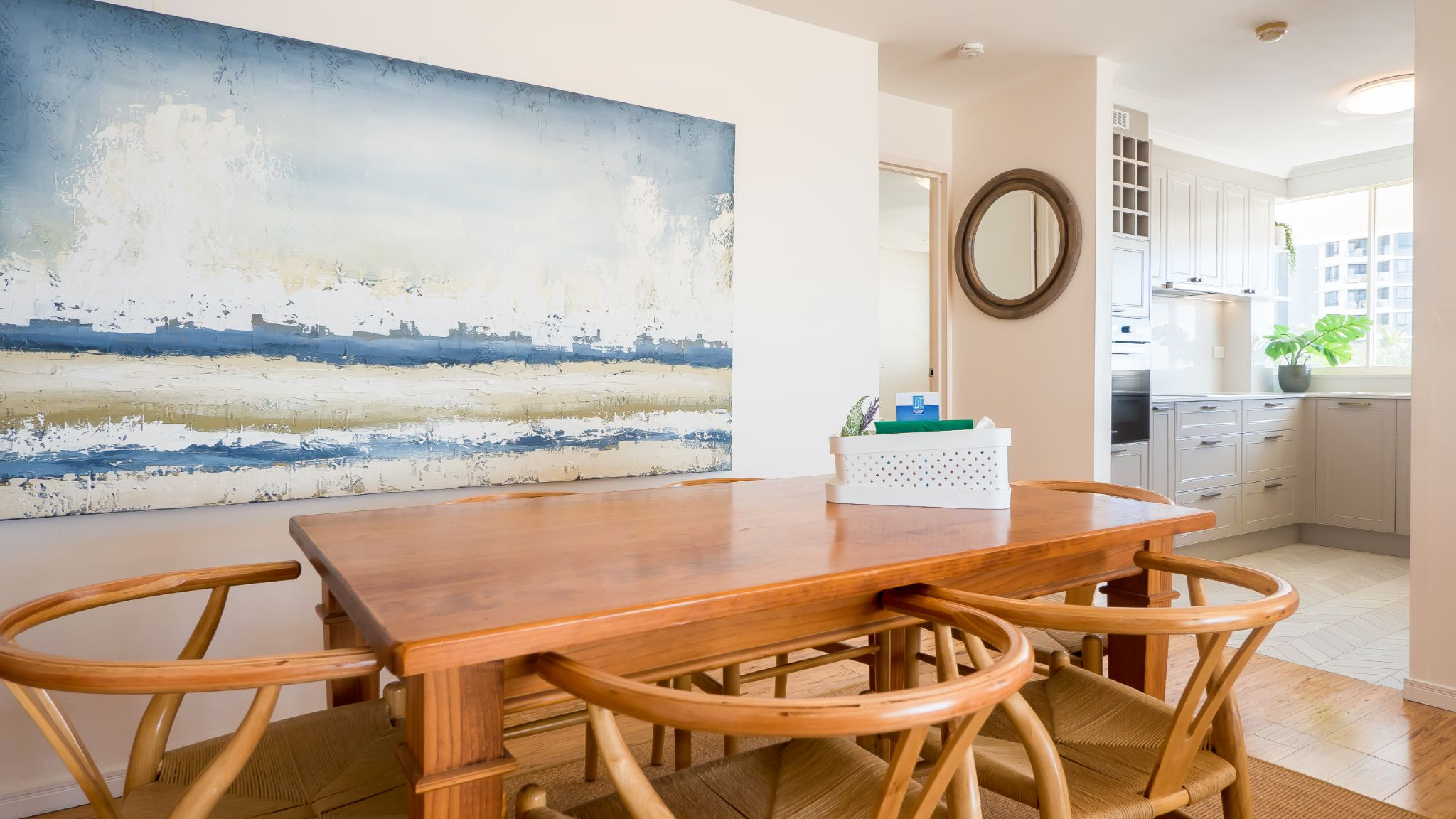 Viscount on the Beach kitchen and dining area