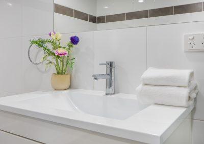 Viscount Broadbeach - bathroom
